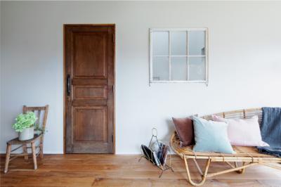 ドアや窓、床の張り方で理想を表現した家