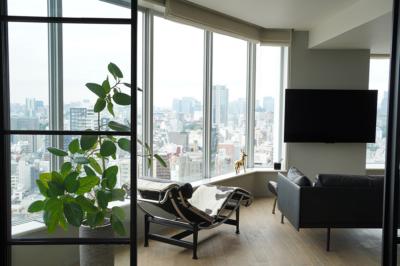 眺望のいいタワーマンションで、フランスで知った本物の空間を実現。
